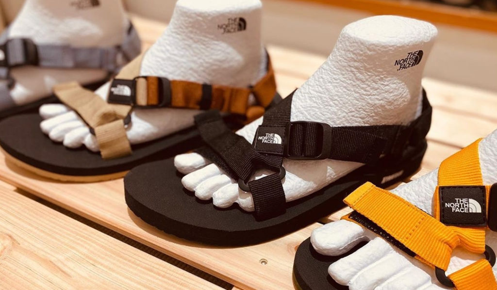 foot form display for sandals cardboard paper goldwin thenorthface